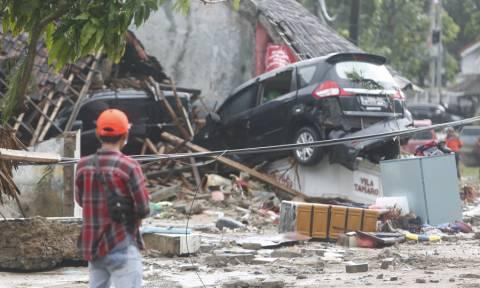 Ινδονησία: Βιβλική καταστροφή μετά το φονικό τσουνάμι - Το ολέθριο λάθος των Αρχών (pics+vids)