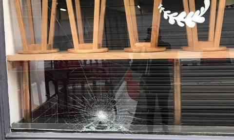 Στόχος ρατσιστών ελληνικό εστιατόριο στην Αγγλία - Δύο υπάλληλοι τραυματίστηκαν
