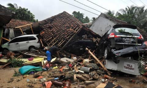Τσουνάμι Ινδονησία: Tους 281 έφτασαν οι νεκροί - Ξεπέρασαν τους 1.000 οι τραυματίες (pics+vids)
