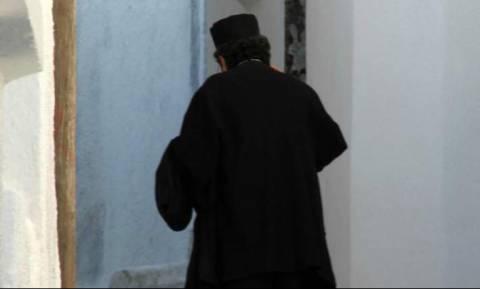 Απίστευτο: Ιερέας στην Τήλο δεν έδινε φέρετρο για να ταφεί νεκρός