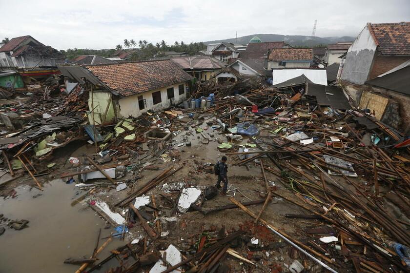 Σε συναγερμό η Ινδονησία: Στους 373 οι νεκροί - Φοβούνται ένα νέο φονικό τσουνάμι