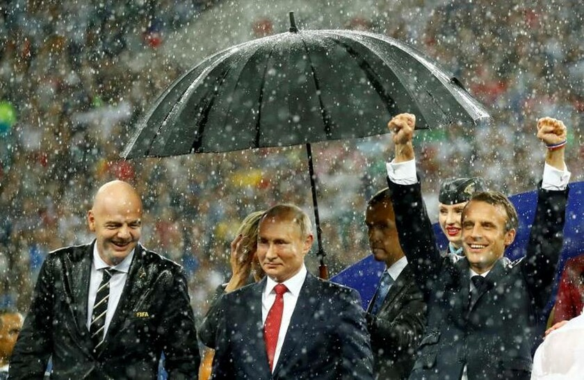 15 Ιουλίου - Ρωσία: O Ινφαντίνο βρεγμένος, ο Πούτιν «ατσαλάκωτος» και ο Μακρόν σε «έκσταση»