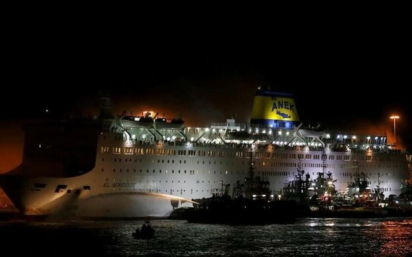 29 Αυγούστου - Ελλάδα: Το πλοίο «Ελ. Βενιζέλος» φλέγεται στο λιμάνι του Πειραιά