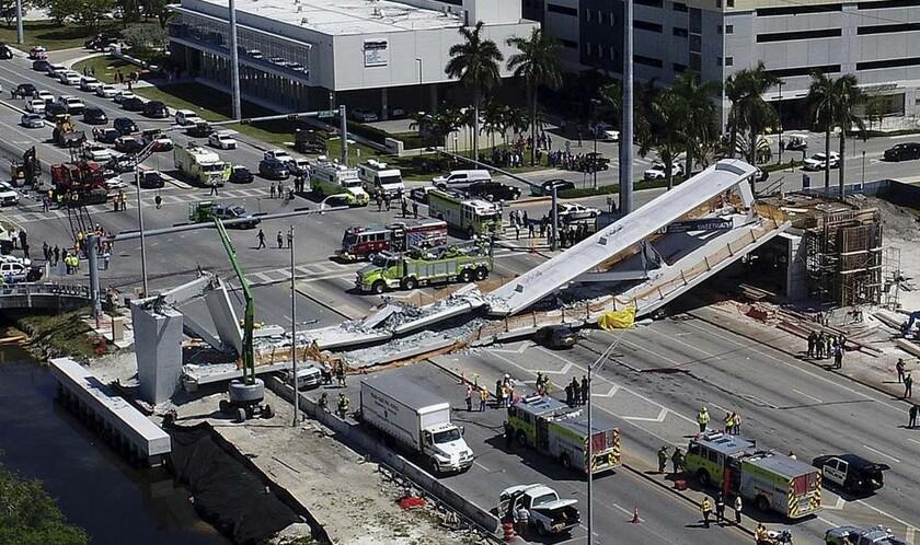 15 Μαρτίου - ΗΠΑ (Φλόριντα): Πεζογέφυρα κατέρρευσε στο Μαϊάμι
