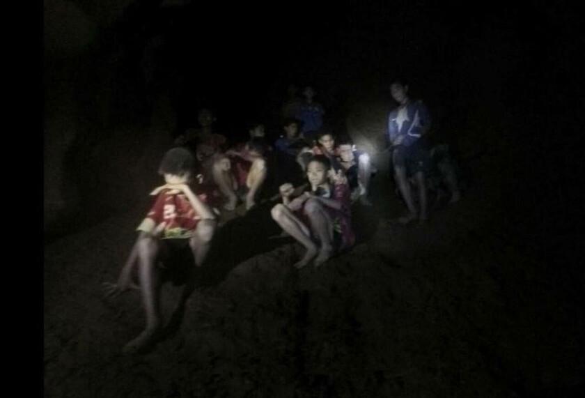 2 Ιουλίου - Ταϊλάνδη: Αγωνία για τα παιδιά και τον προπονητή τους που παγιδεύτηκαν σε σπήλαιο