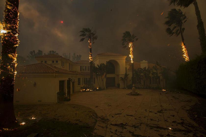 9 Νοεμβρίου - ΗΠΑ: Τεράστιες φωτιές σαρώνουν την Καλιφόρνια