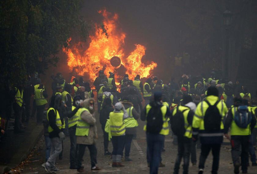 1 Δεκεμβρίου - Γαλλία: Τα «Κίτρινα Γιλέκα» στους δρόμους του Παρισιού