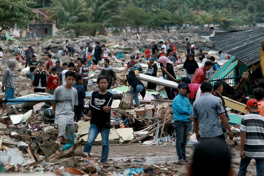 23 Δεκεμβρίου - Ινδονησία: Τσουνάμι σάρωσε τα πάντα στη Σουμάτρα