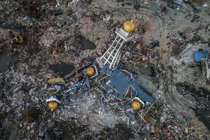 6 Οκτωβρίου - Ινδονησία: Το χωριό Μπαλαρόα μετά το σεισμό των 7,5 Ρίχτερ που στοίχισε τη ζωή σε 2.256 ανθρώπους