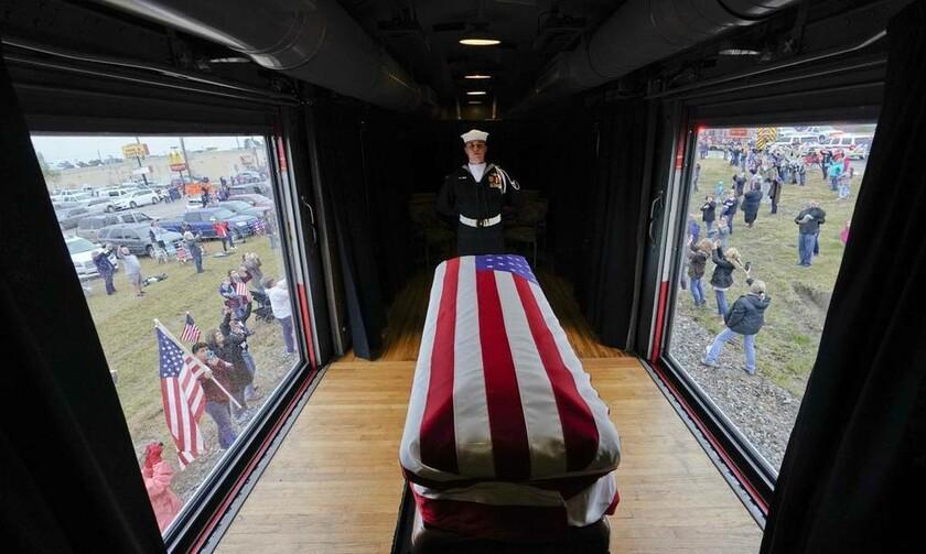 6 Δεκεμβρίου - ΗΠΑ: Κηδεία Τζορτζ Χέρμπερτ Ουόκερ Μπους