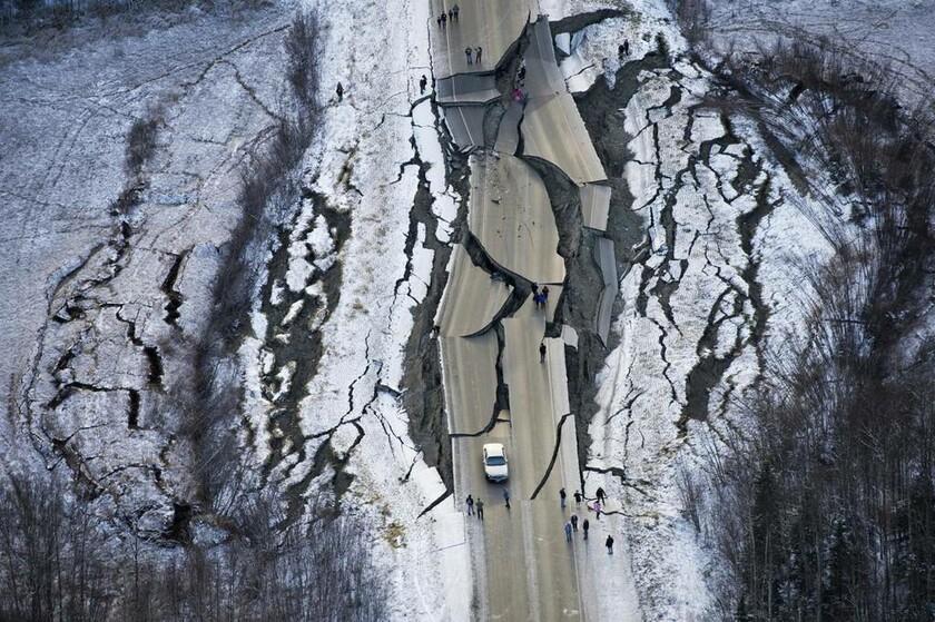 30 Νοεμβρίου - ΗΠΑ: Διπλός σεισμός 7,0 και 5,7 Ρίχτερ συγκλονίζει την Αλάσκα