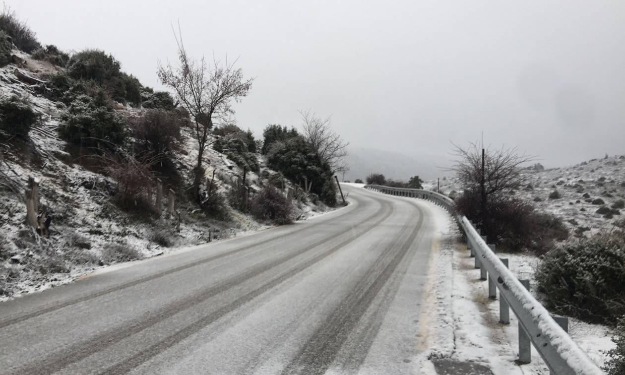 Καιρός ΤΩΡΑ: Διακοπή κυκλοφορίας στην Πάρνηθα – Μόνο με αλυσίδες από το τελεφερίκ και πάνω