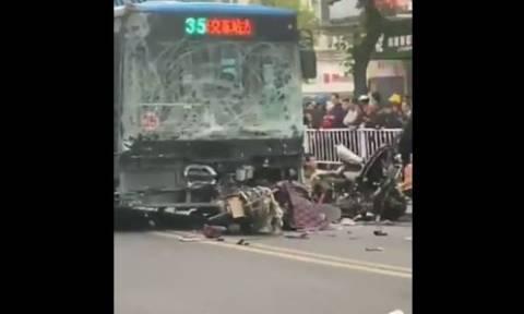 Κίνα: Άνδρας κατέλαβε λεωφορείο και το έριξε σε πεζούς - Πέντε νεκροί