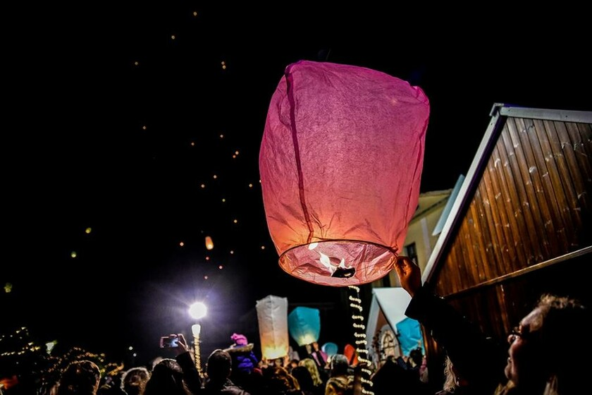 Μαγική η «νύχτα των ευχών» στην Πρέβεζα: Δεκάδες φαναράκια φώτισαν τον ουρανό (pics)