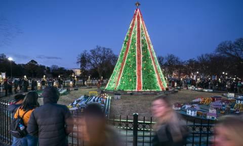 Πώς γιόρτασαν τα Χριστούγεννα σε κάθε γωνιά του πλανήτη (pics)