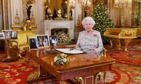 Το... αστείο της βασίλισσας Ελισάβετ για τον πρίγκιπα Χάρι και την Μέγκαν Μαρκλ (vid)