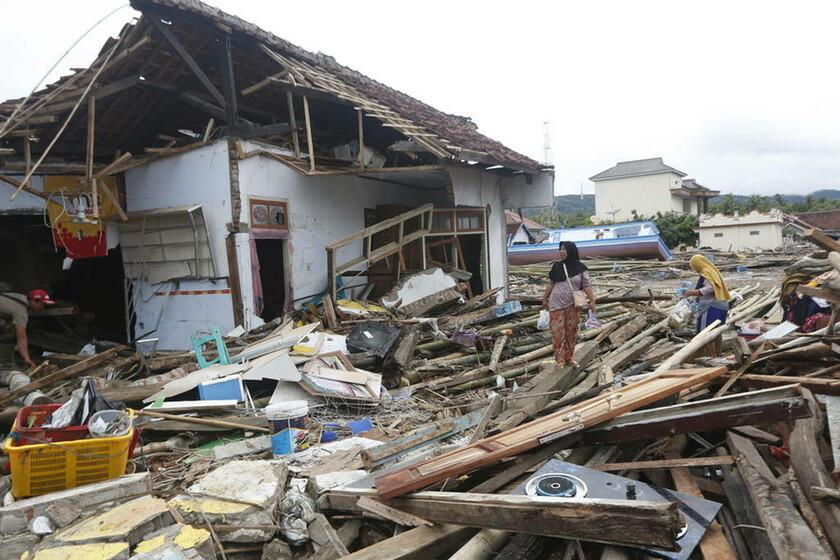 Ινδονησία: Ψάχνουν με drones για επιζώντες μετά το φονικό τσουνάμι (pics)