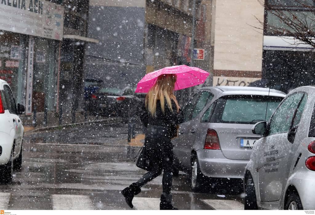 Καιρός - Έκτακτο δελτίο ΕΜΥ: Σε λευκό κλοιό όλη η Ελλάδα - Χιόνια και στην Αττική