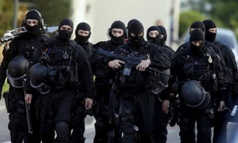 Συναγερμός στη Γαλλία: Ένοπλοι σπέρνουν τον πανικό σε αεροδρόμιο στο Παρίσι (vid)