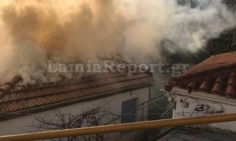 Πυρκαγιά σε μονοκατοικία στη Λαμία (pics)