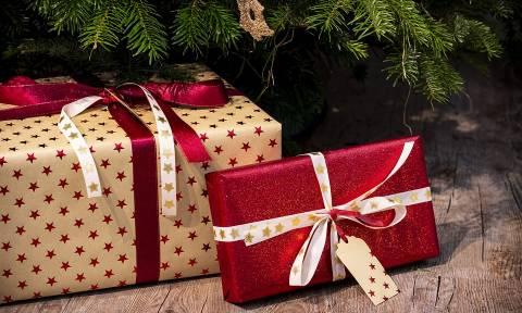 Έξαλλος! Δεν του άρεσαν τα χριστουγεννιάτικα δώρα και... δεν φαντάζεστε ποια ήταν η αντίδρασή του