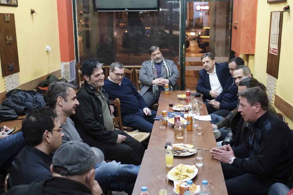 Ο Κυριάκος Μητσοτάκης στα κακόφημα στέκια της Αθήνας (pics+vid)
