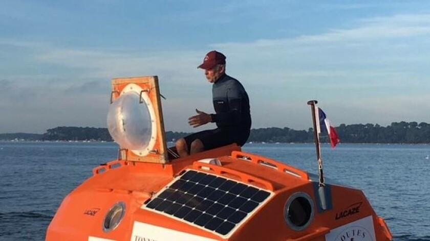 «Θρίλερ» στα ανοιχτά: 71χρονος διασχίζει τον Ατλαντικό σε βαρέλι από κόντρα πλακέ (Vids+Pics)