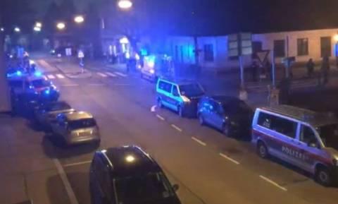 Αιματηρή επίθεση σε εκκλησία στην Βιέννη: Τουλάχιστον 5 τραυματίες (pics)