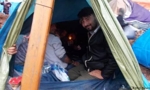 DW: Εγκλωβισμένοι χωρίς προοπτική στη Χίο