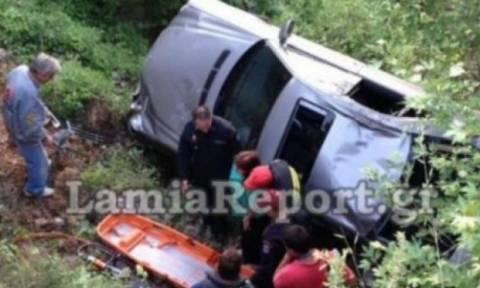 Βόλος: Αυτοκίνητο έπεσε σε χαράδρα 20 μέτρων - Άγιο είχε ο οδηγός! (pic)