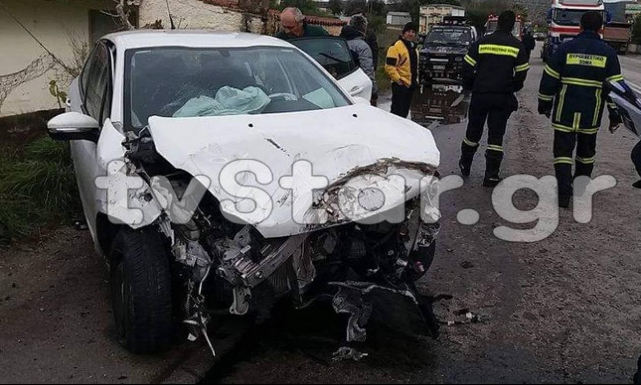 Αναστάτωση στην Εύβοια: Ι.Χ συγκρούστηκε με νταλίκα - Τραυματίστηκε η οδηγός (pics)