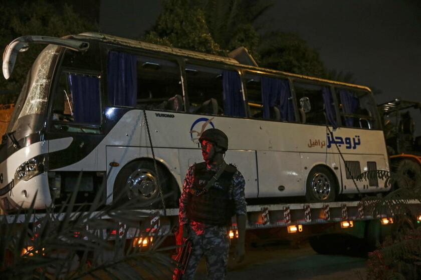 Με αίμα βάφτηκε το Κάιρο: Τρεις οι νεκροί από την έκρηξη σε λεωφορείο (pics)