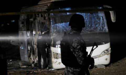 Με αίμα βάφτηκε το Κάιρο: Τέσσερις οι νεκροί από την έκρηξη σε λεωφορείο (pics)