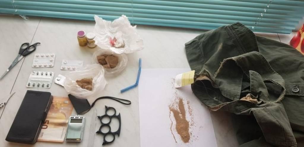 Ηράκλειο: Έκρυβε ηρωίνη ακόμα και στις ραφές του μπουφάν του! (pics)