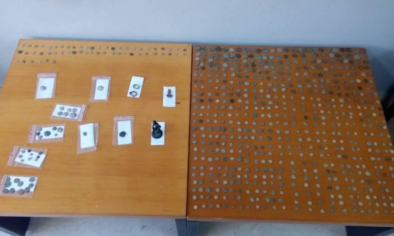 Λάρισα: 55χρονος είχε «συλλογή» από 693 αρχαία νομίσματα (pics)