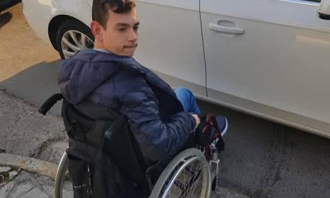 Άτομο με αναπηρία έμεινε 45 λεπτά σε διάβαση - Η ανάρτηση που «γκρέμισε» το διαδίκτυο (Pics)