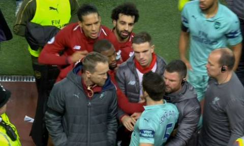 «Αρπάχτηκε» με παίκτες της Λίβερπουλ ο Σωκράτης Παπασταθόπουλος (video)