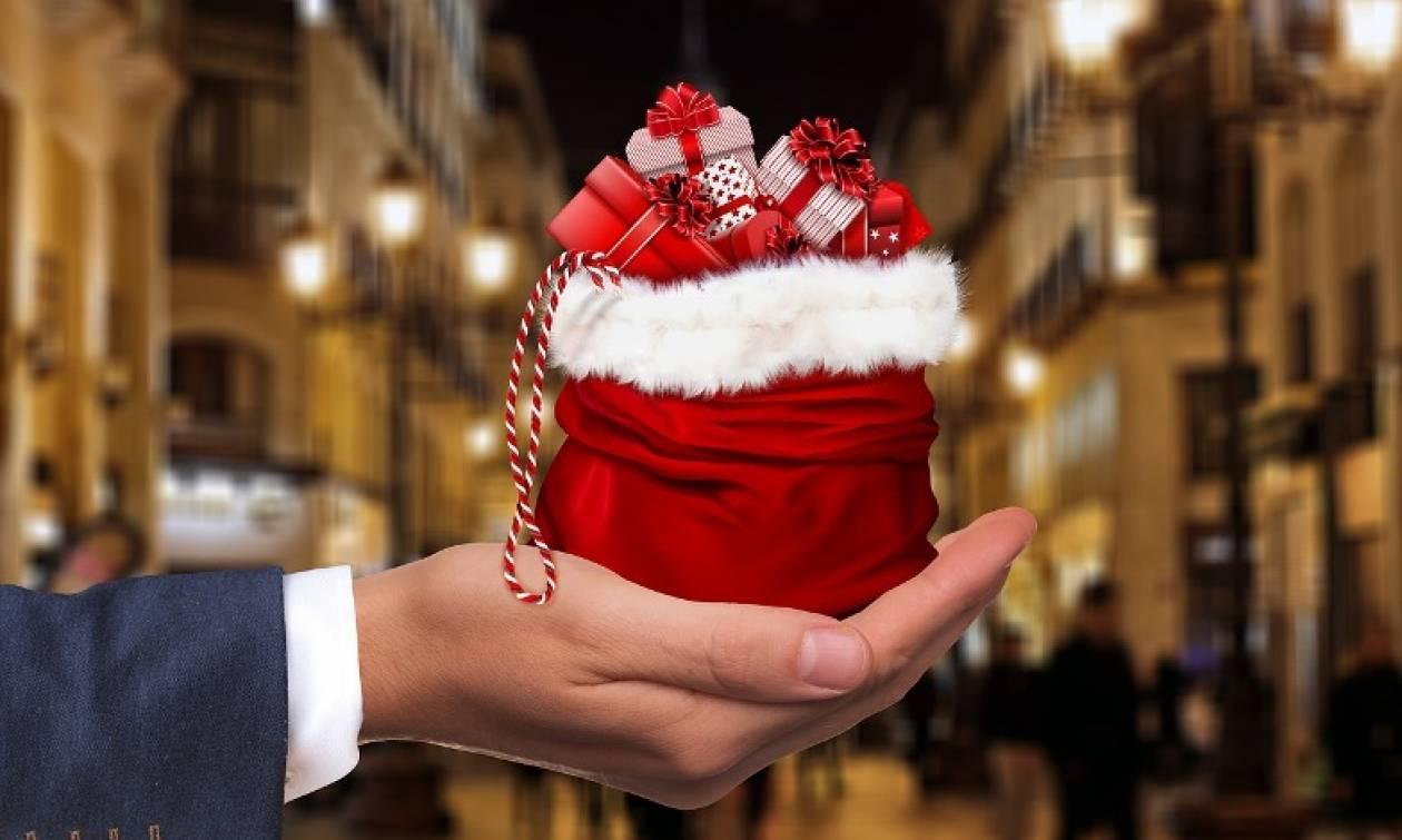 f8e21576c60 Εορταστικό ωράριο: Τι ώρα θα είναι ανοιχτά καταστήματα και σούπερ μάρκετ  την παραμονή Πρωτοχρονιάς