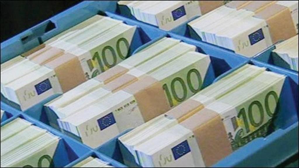 Λεφτά υπάρχουν εκτός τραπεζών - Δισεκατομμύρια ευρώ σε θυρίδες και... στρώματα