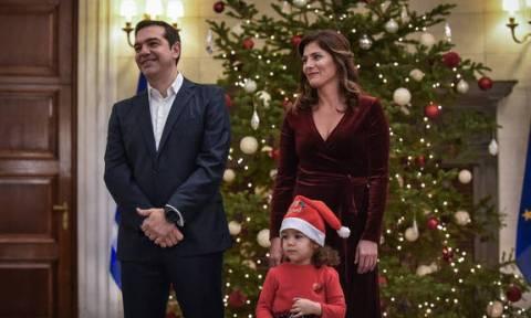 Κάλαντα Πρωτοχρονιάς για τον Τσίπρα στο Μέγαρο Μαξίμου