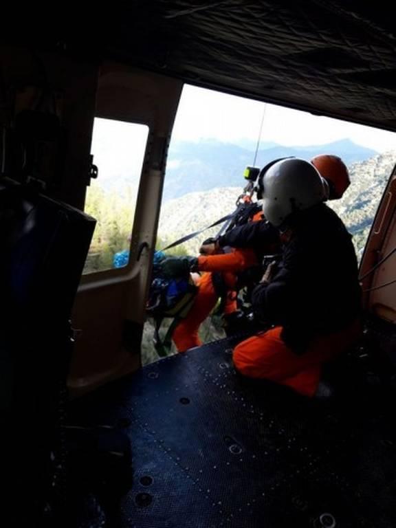 Τραγωδία: Νεκρή η άτυχη γυναίκα που έπεσε χθες σε γκρεμό 30 μέτρων (Pics)