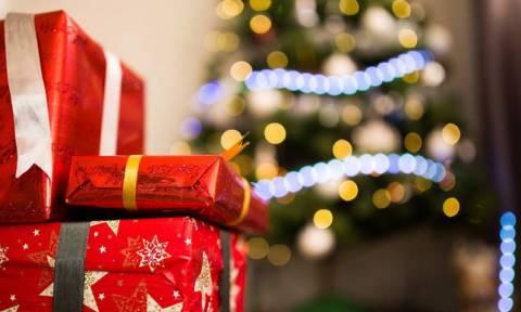 Παραμονή Πρωτοχρονιάς - Ωράριο καταστημάτων - σούπερ μάρκετ: Τι ώρα κλείνουν σήμερα (31/12)