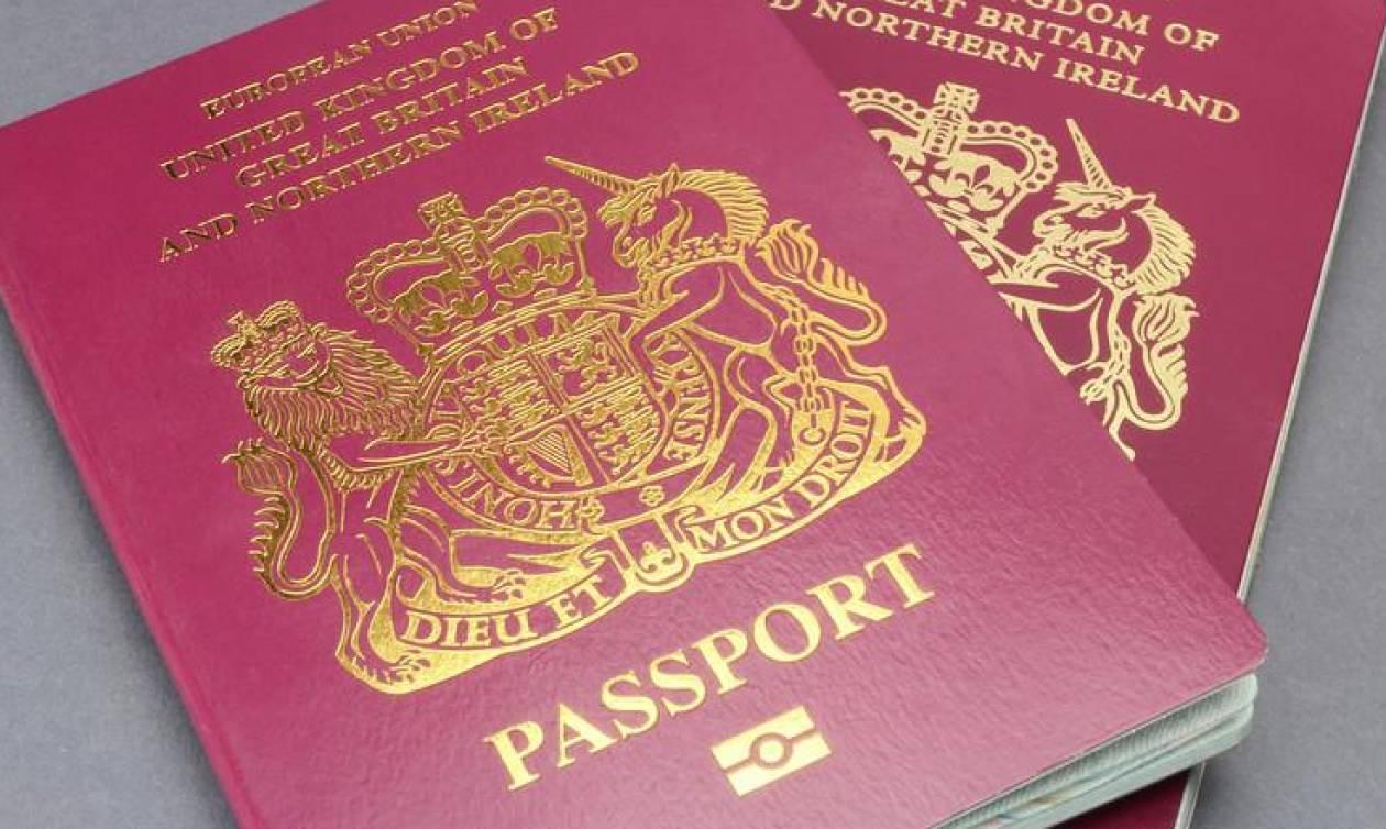 Brexit: Αυξήθηκε κατά 22% ο αριθμός των Βρετανών που υπέβαλαν αιτήσεις για ιρλανδικό διαβατήριο
