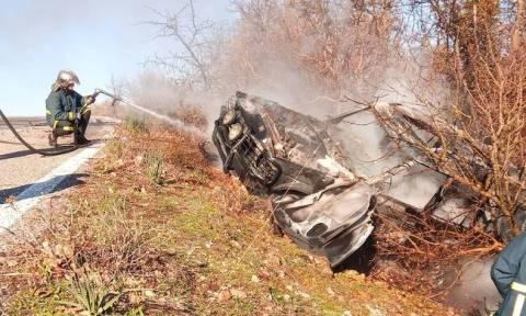 Αγρίνιο: Αυτοκίνητο τυλίχθηκε στις φλόγες (pics)