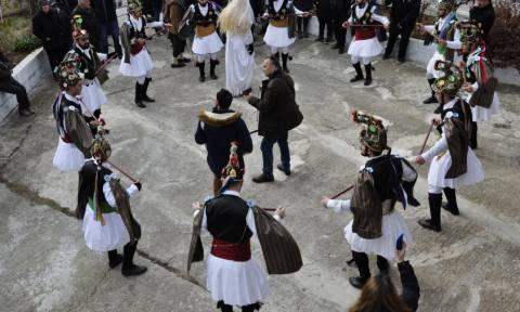 Κοζάνη: Αναβίωσαν τα Μωμοέρια στα Αλωνάκια (pics)