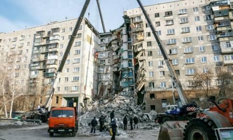 Ρωσία: Αγωνία στους -27 βαθμούς - Βρίσκουν συνέχεια νεκρούς στα συντρίμμια της πολυκατοικίας (vids)