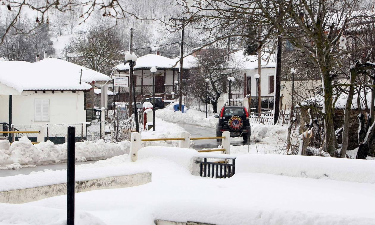 Καιρός: Σκέπασε τη Μακεδονία με χιόνι η «Σοφία» - Πού χρειάζονται αλυσίδες (vid)