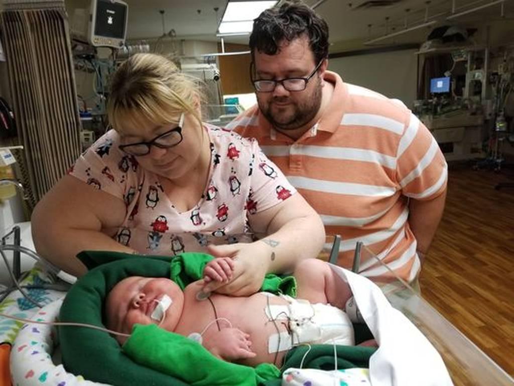 Απίστευτο: Γεννήθηκε μωρό γίγαντας – Δείτε πόσο ζυγίζει (pics+vid)