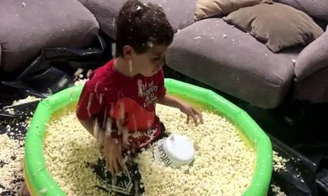 Δεν θα πιστέψετε τι δώρο έκαναν οι γονείς του σε αυτό το παιδί! (vid)