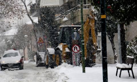 Καιρός ΤΩΡΑ: Πυκνή χιονόπτωση στο Βόλο - Τι λέει ο μετεωρολόγος Θοδωρής Κολυδάς (vid)
